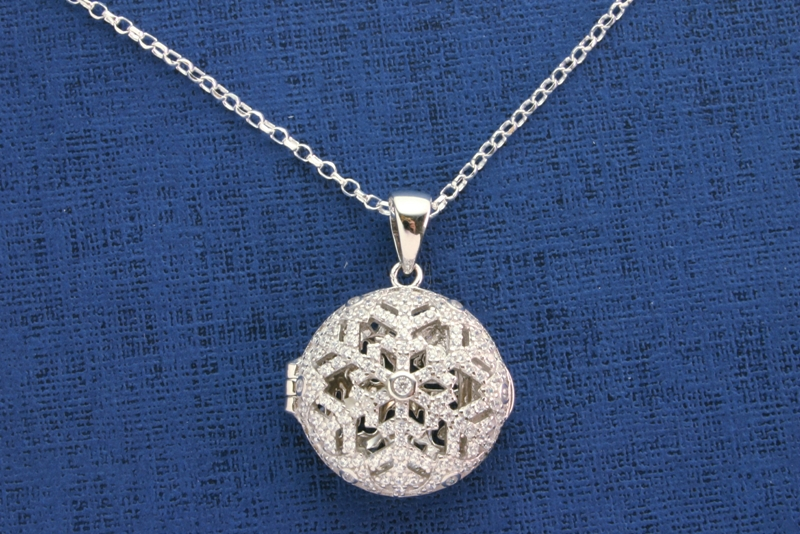 SNOWFLAKE LOCKET