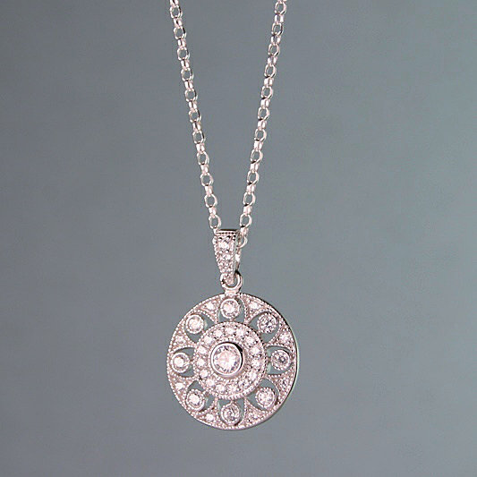 Circle Flower Pedant Necklace