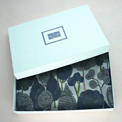 ORIENTAL TREES SCARF GIFT BOX