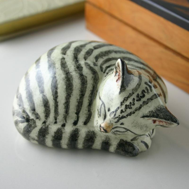 LARGE SLEEPING SILVER TABBY CAT